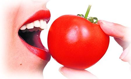 губы и помидор